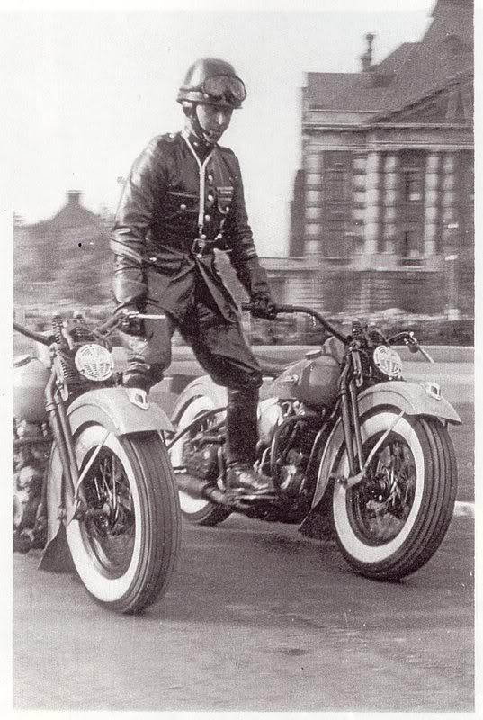 Vieilles photos (pour ceux qui aiment les anciennes photos de bikers ou autre......) - Page 12 Tumb1120
