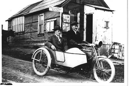 Vieilles photos (pour ceux qui aiment les anciennes photos de bikers ou autre......) - Page 12 Tumb1121