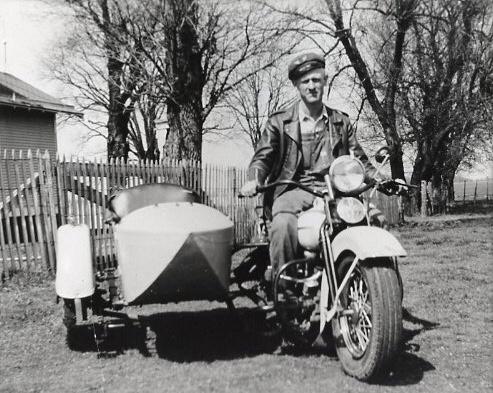 Vieilles photos (pour ceux qui aiment les anciennes photos de bikers ou autre......) - Page 12 Tumb1123