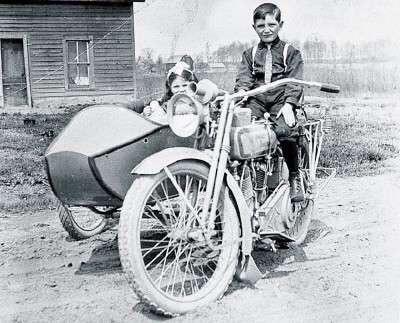 Vieilles photos (pour ceux qui aiment les anciennes photos de bikers ou autre......) - Page 12 Tumb1124