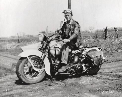 Vieilles photos (pour ceux qui aiment les anciennes photos de bikers ou autre......) - Page 12 Tumb1125