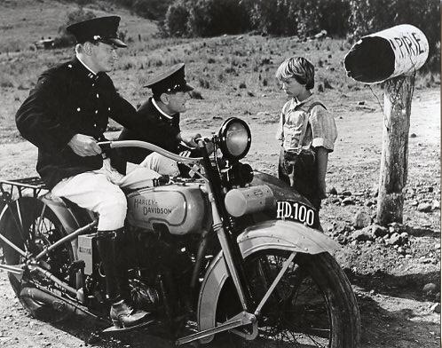 Vieilles photos (pour ceux qui aiment les anciennes photos de bikers ou autre......) - Page 12 Tumb1126