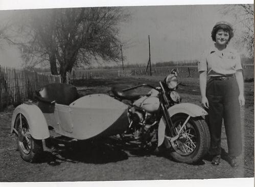 Vieilles photos (pour ceux qui aiment les anciennes photos de bikers ou autre......) - Page 12 Tumb1128