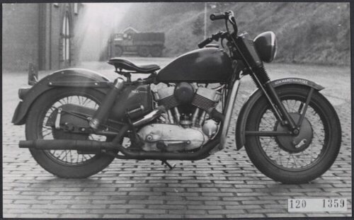 Vieilles photos (pour ceux qui aiment les anciennes photos de bikers ou autre......) - Page 12 Tumb1129