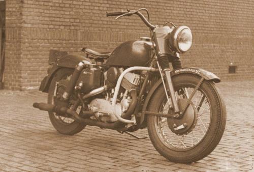 Vieilles photos (pour ceux qui aiment les anciennes photos de bikers ou autre......) - Page 12 Tumb1131