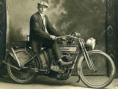 Vieilles photos (pour ceux qui aiment les anciennes photos de bikers ou autre......) - Page 12 Tumb1134