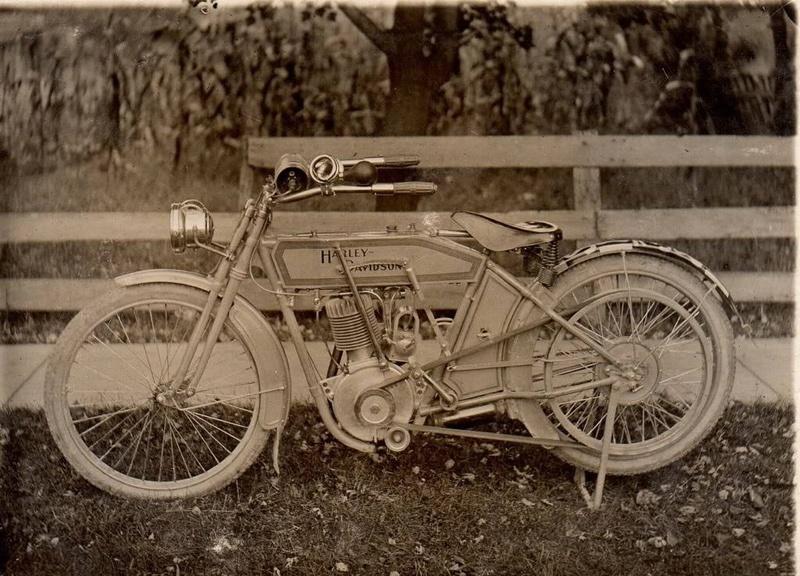 Vieilles photos (pour ceux qui aiment les anciennes photos de bikers ou autre......) - Page 12 Tumb1136