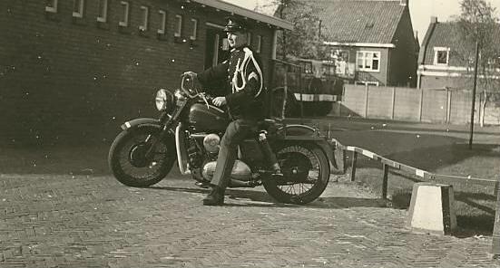 Vieilles photos (pour ceux qui aiment les anciennes photos de bikers ou autre......) - Page 12 Tumb1141