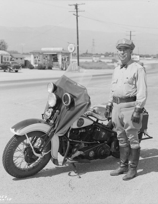 Vieilles photos (pour ceux qui aiment les anciennes photos de bikers ou autre......) - Page 12 Tumb1142