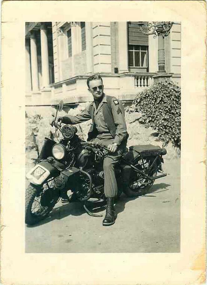 Vieilles photos (pour ceux qui aiment les anciennes photos de bikers ou autre......) - Page 12 Tumb1143