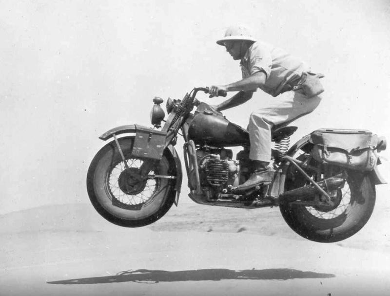 Vieilles photos (pour ceux qui aiment les anciennes photos de bikers ou autre......) - Page 12 Tumb1144