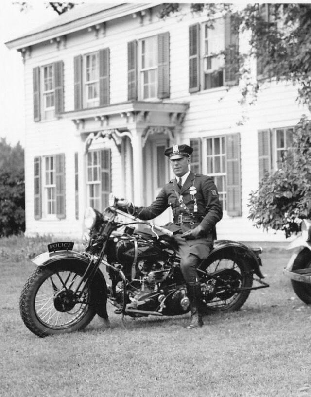 Vieilles photos (pour ceux qui aiment les anciennes photos de bikers ou autre......) - Page 12 Tumb1148