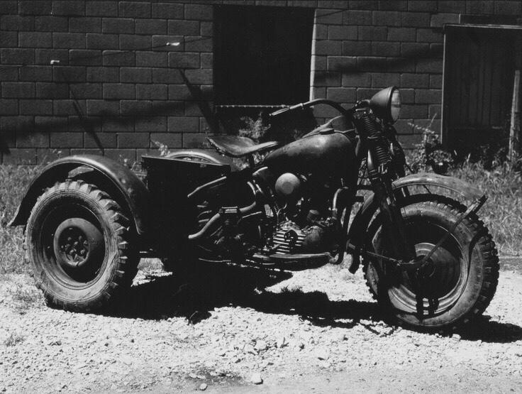 Vieilles photos (pour ceux qui aiment les anciennes photos de bikers ou autre......) - Page 12 Tumb1150