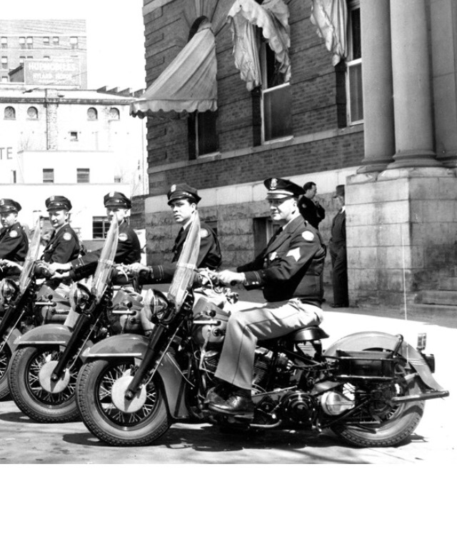 Vieilles photos (pour ceux qui aiment les anciennes photos de bikers ou autre......) - Page 12 Tumb1154