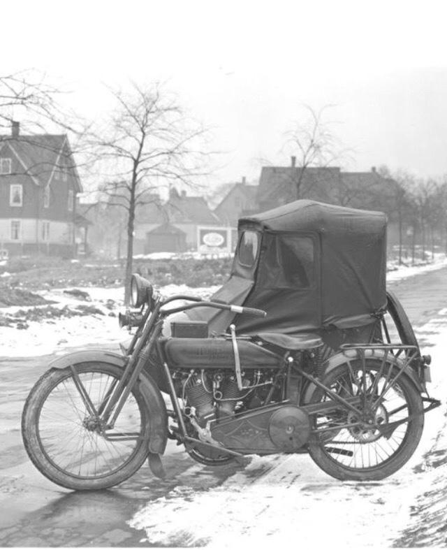Vieilles photos (pour ceux qui aiment les anciennes photos de bikers ou autre......) - Page 12 Tumb1155