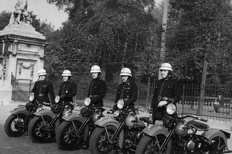 Vieilles photos (pour ceux qui aiment les anciennes photos de bikers ou autre......) - Page 12 Tumb1156