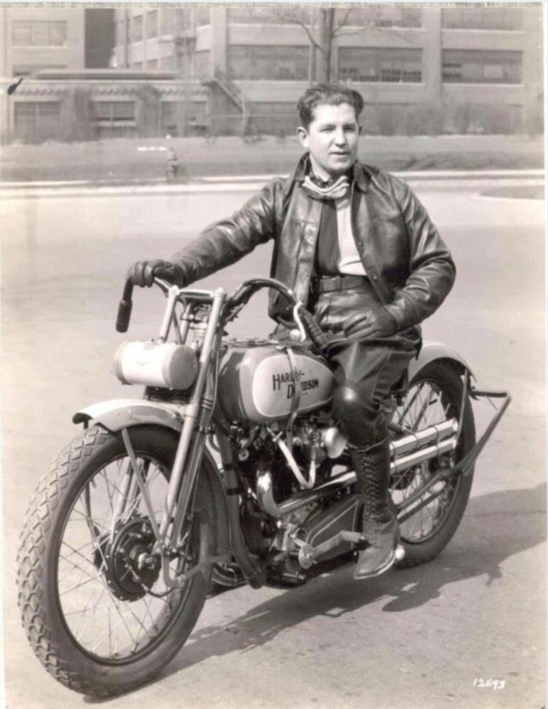Vieilles photos (pour ceux qui aiment les anciennes photos de bikers ou autre......) - Page 12 Tumb1161