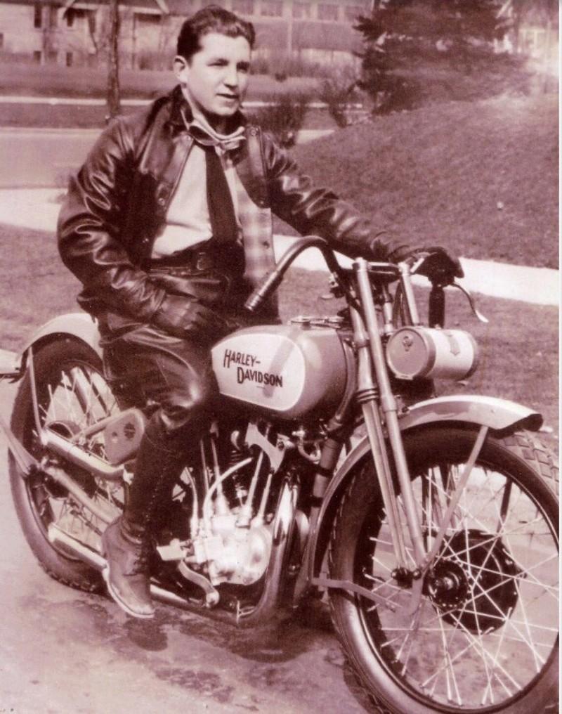 Vieilles photos (pour ceux qui aiment les anciennes photos de bikers ou autre......) - Page 12 Tumb1162