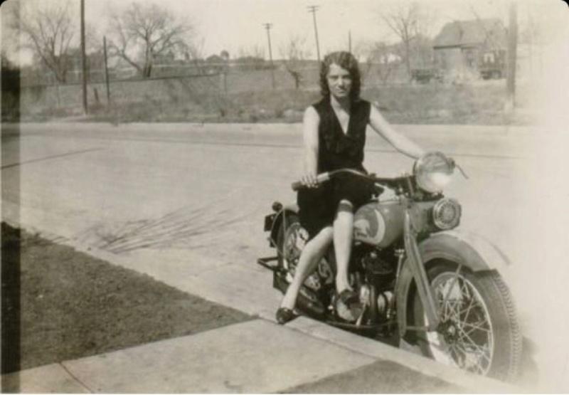 Vieilles photos (pour ceux qui aiment les anciennes photos de bikers ou autre......) - Page 12 Tumb1165