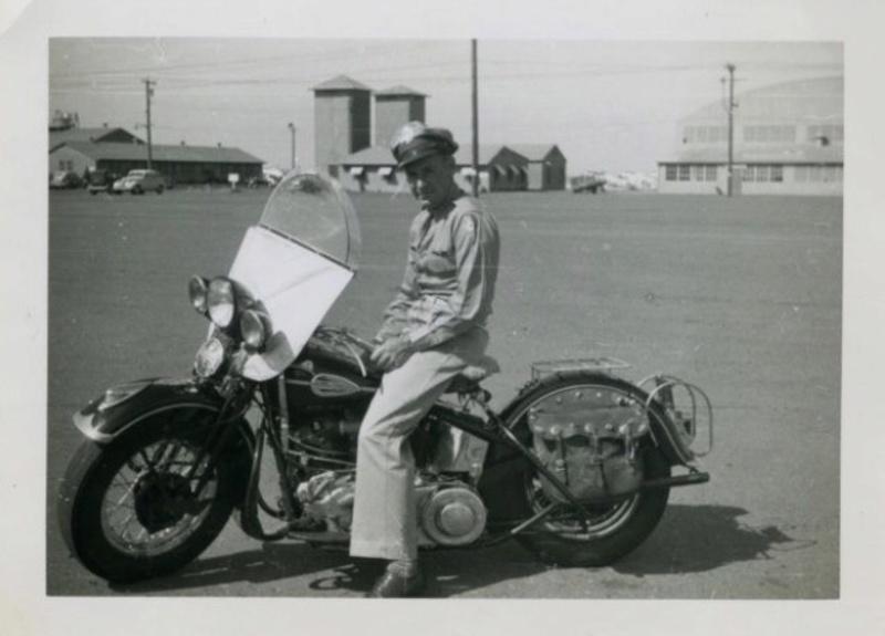 Vieilles photos (pour ceux qui aiment les anciennes photos de bikers ou autre......) - Page 12 Tumb1167