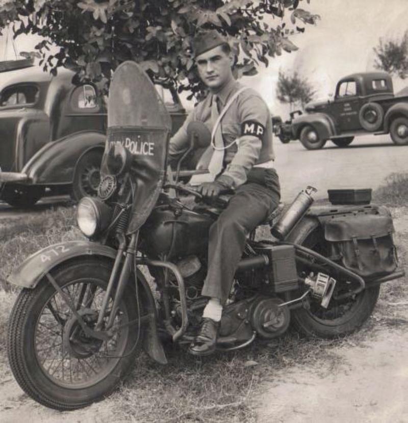 Vieilles photos (pour ceux qui aiment les anciennes photos de bikers ou autre......) - Page 12 Tumb1169