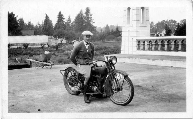 Vieilles photos (pour ceux qui aiment les anciennes photos de bikers ou autre......) - Page 12 Tumb1171