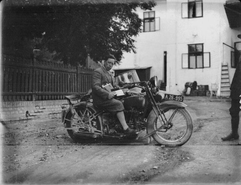 Vieilles photos (pour ceux qui aiment les anciennes photos de bikers ou autre......) - Page 12 Tumb1177
