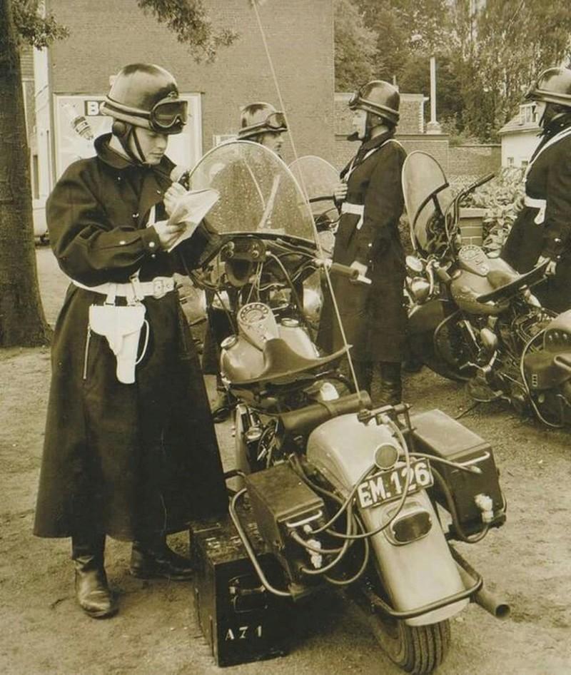 Vieilles photos (pour ceux qui aiment les anciennes photos de bikers ou autre......) - Page 12 Tumb1179