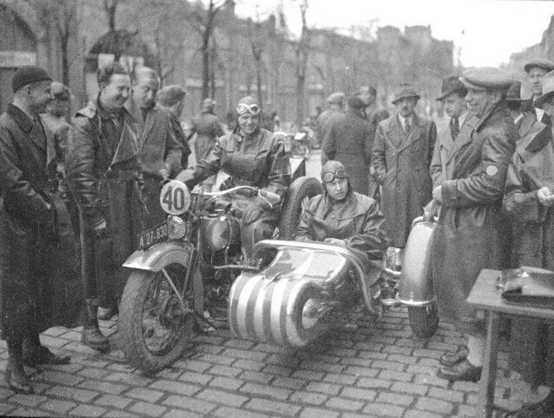 Vieilles photos (pour ceux qui aiment les anciennes photos de bikers ou autre......) - Page 12 Tumb1182