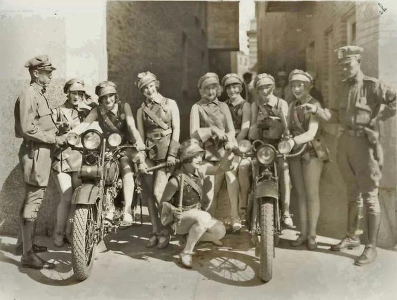 Vieilles photos (pour ceux qui aiment les anciennes photos de bikers ou autre......) - Page 12 Tumb1189