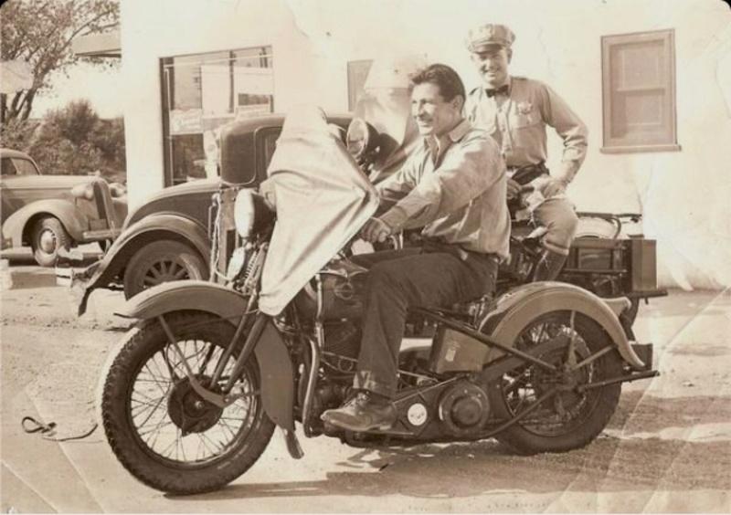 Vieilles photos (pour ceux qui aiment les anciennes photos de bikers ou autre......) - Page 12 Tumb1190