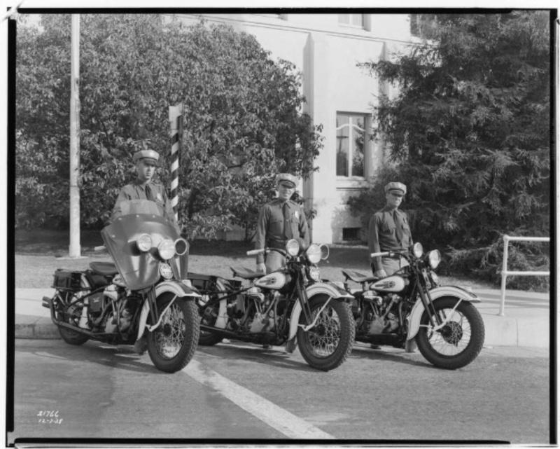 Vieilles photos (pour ceux qui aiment les anciennes photos de bikers ou autre......) - Page 12 Tumb1191