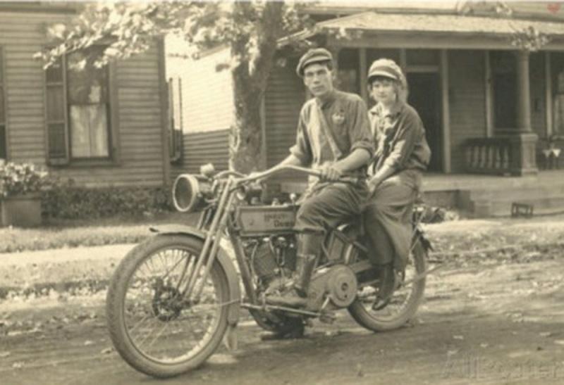 Vieilles photos (pour ceux qui aiment les anciennes photos de bikers ou autre......) - Page 12 Tumb1192