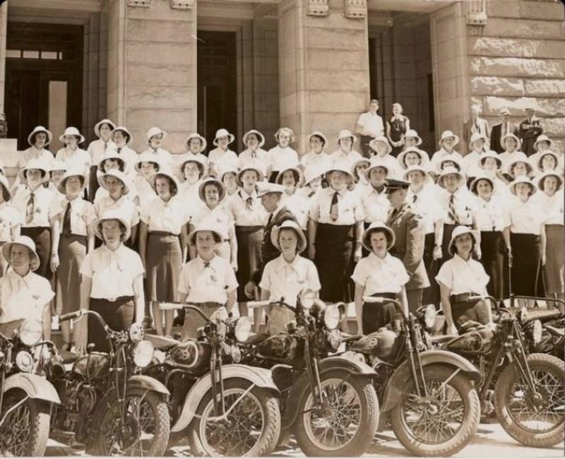 Vieilles photos (pour ceux qui aiment les anciennes photos de bikers ou autre......) - Page 12 Tumb1193