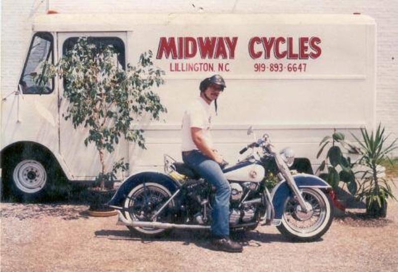 Vieilles photos (pour ceux qui aiment les anciennes photos de bikers ou autre......) - Page 12 Tumb1197