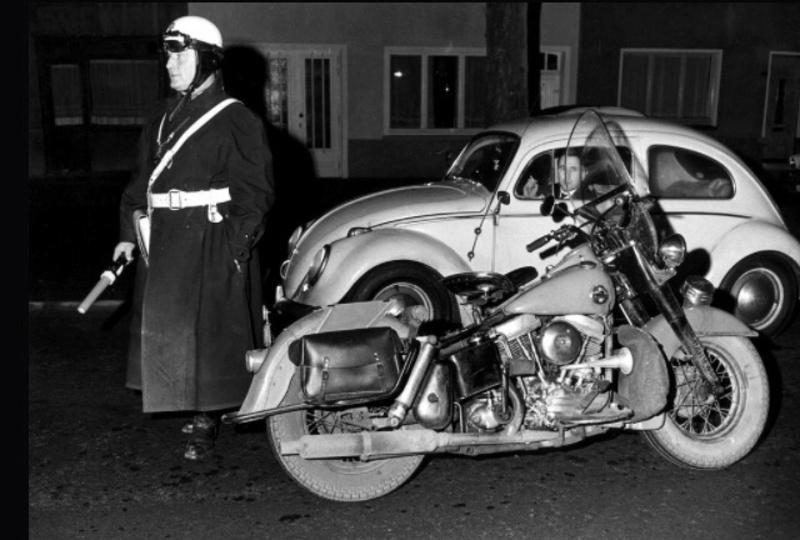Vieilles photos (pour ceux qui aiment les anciennes photos de bikers ou autre......) - Page 12 Tumb1200