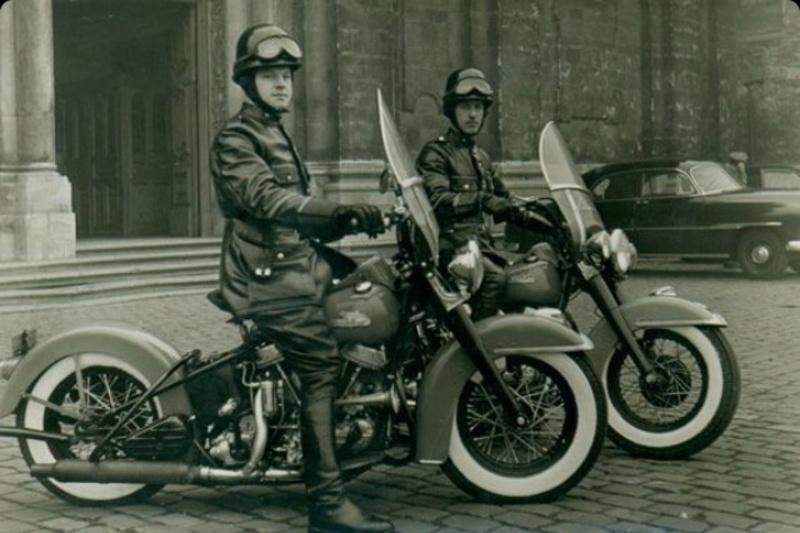Vieilles photos (pour ceux qui aiment les anciennes photos de bikers ou autre......) - Page 12 Tumb1203