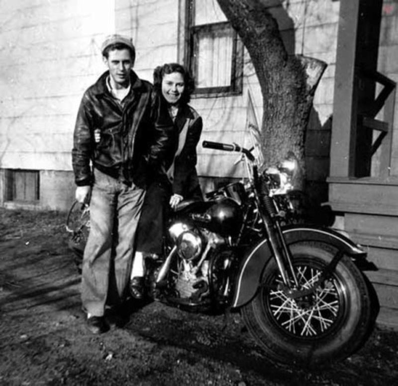 Vieilles photos (pour ceux qui aiment les anciennes photos de bikers ou autre......) - Page 12 Tumb1207
