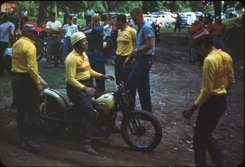 Vieilles photos (pour ceux qui aiment les anciennes photos de bikers ou autre......) - Page 13 Tumb1232