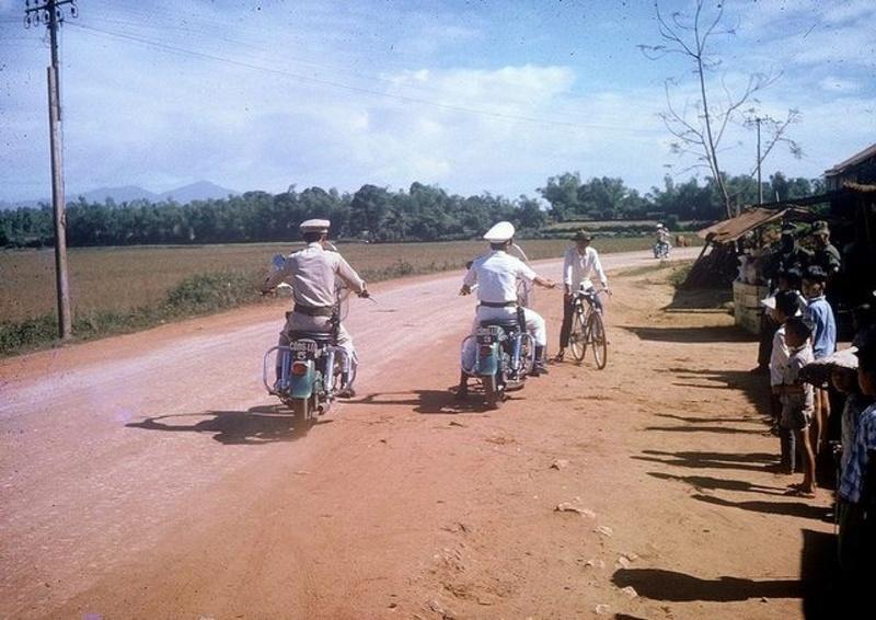 Vieilles photos (pour ceux qui aiment les anciennes photos de bikers ou autre......) - Page 13 Tumb1235