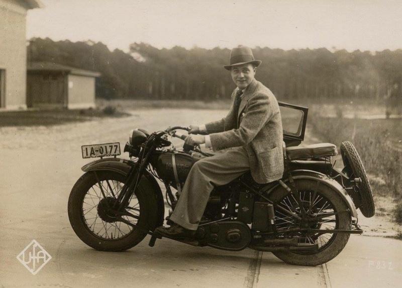 Vieilles photos (pour ceux qui aiment les anciennes photos de bikers ou autre......) - Page 13 Tumb1238