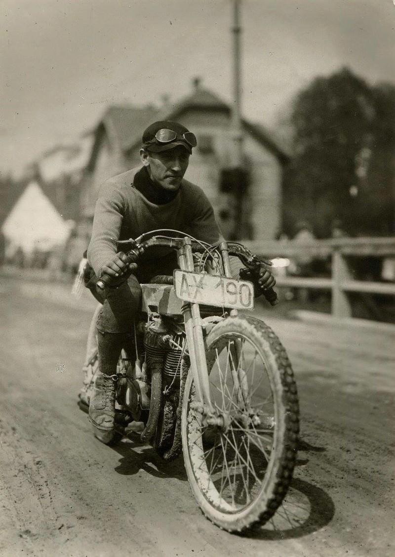 Vieilles photos (pour ceux qui aiment les anciennes photos de bikers ou autre......) - Page 13 Tumb1239