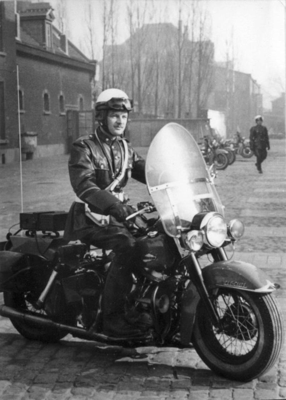Vieilles photos (pour ceux qui aiment les anciennes photos de bikers ou autre......) - Page 13 Tumb1241
