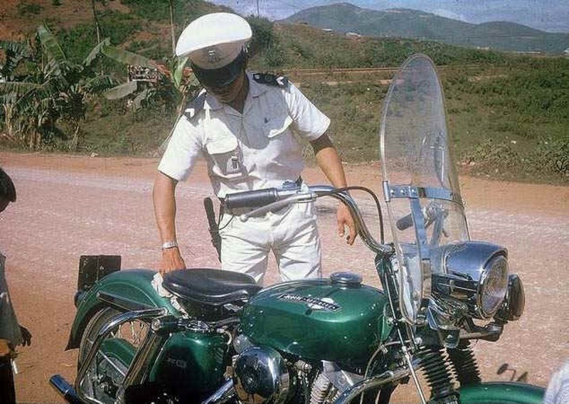 Vieilles photos (pour ceux qui aiment les anciennes photos de bikers ou autre......) - Page 13 Tumb1244