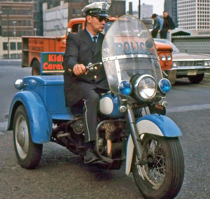 Vieilles photos (pour ceux qui aiment les anciennes photos de bikers ou autre......) - Page 13 Tumb1246