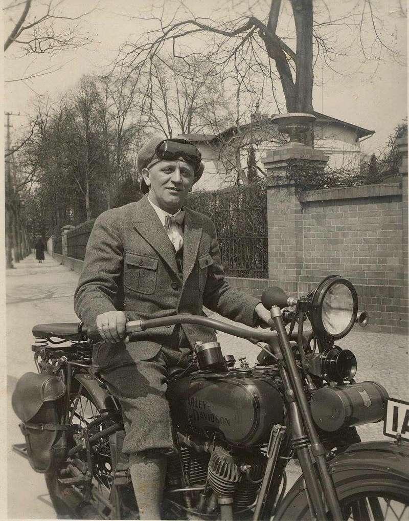 Vieilles photos (pour ceux qui aiment les anciennes photos de bikers ou autre......) - Page 13 Tumb1247