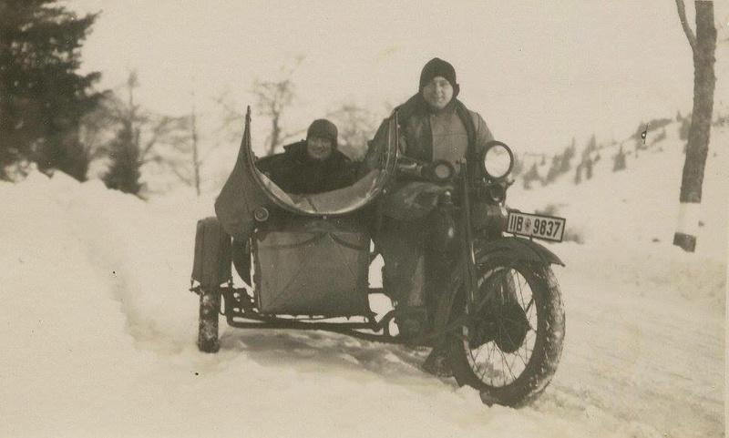 Vieilles photos (pour ceux qui aiment les anciennes photos de bikers ou autre......) - Page 13 Tumb1278