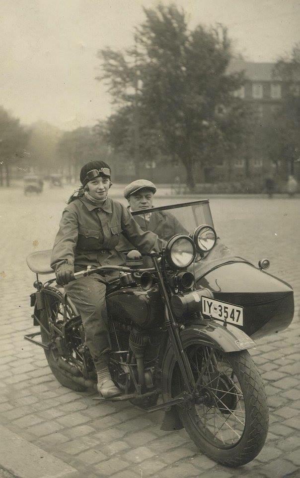 Vieilles photos (pour ceux qui aiment les anciennes photos de bikers ou autre......) - Page 13 Tumb1280