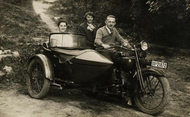 Vieilles photos (pour ceux qui aiment les anciennes photos de bikers ou autre......) - Page 13 Tumb1281