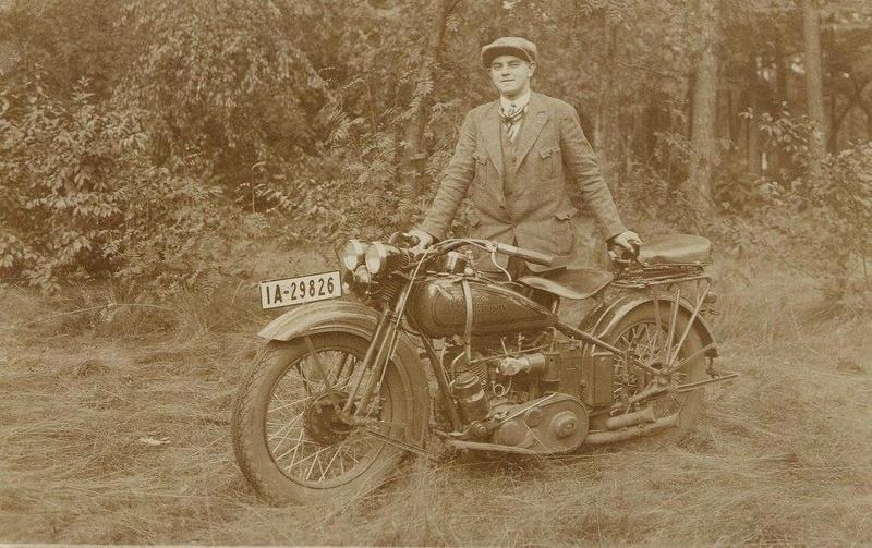 Vieilles photos (pour ceux qui aiment les anciennes photos de bikers ou autre......) - Page 13 Tumb1282